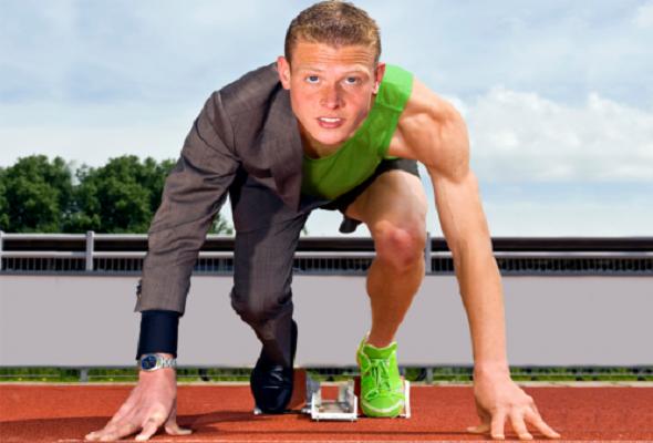 Homem preparado para correr e enfrentar os desafios de uma Gestão de assessoria esportiva