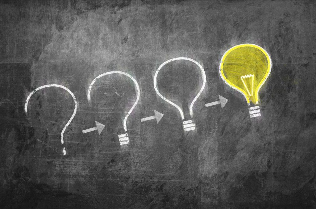 Lampadas representando ideias para conquistar novos alunos e lucrar mais