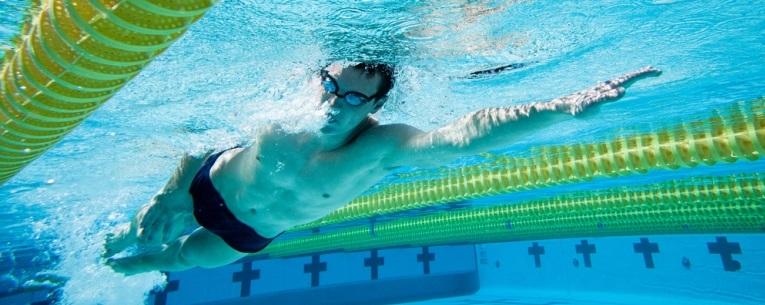 Um nado eficiente é um nado elegante, se você nada de forma eficiente você nada, mais rápido consumindo menos energia.